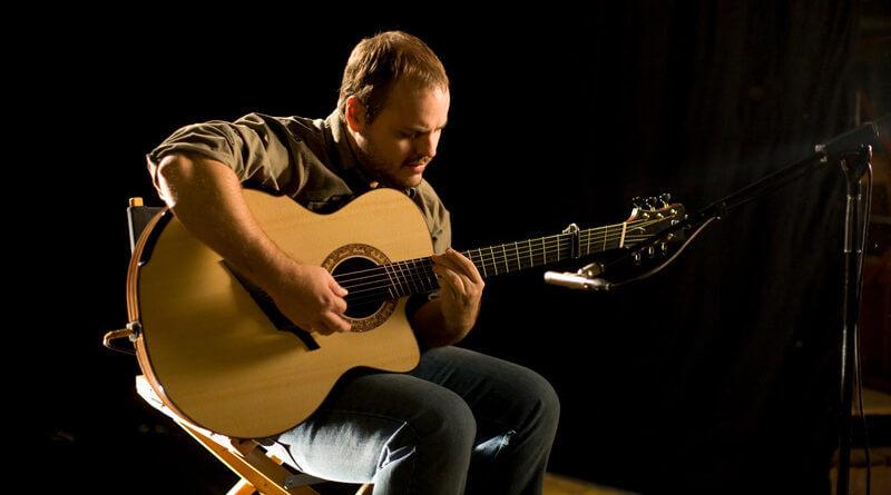 Andy Mckee fingerstyle gitáros